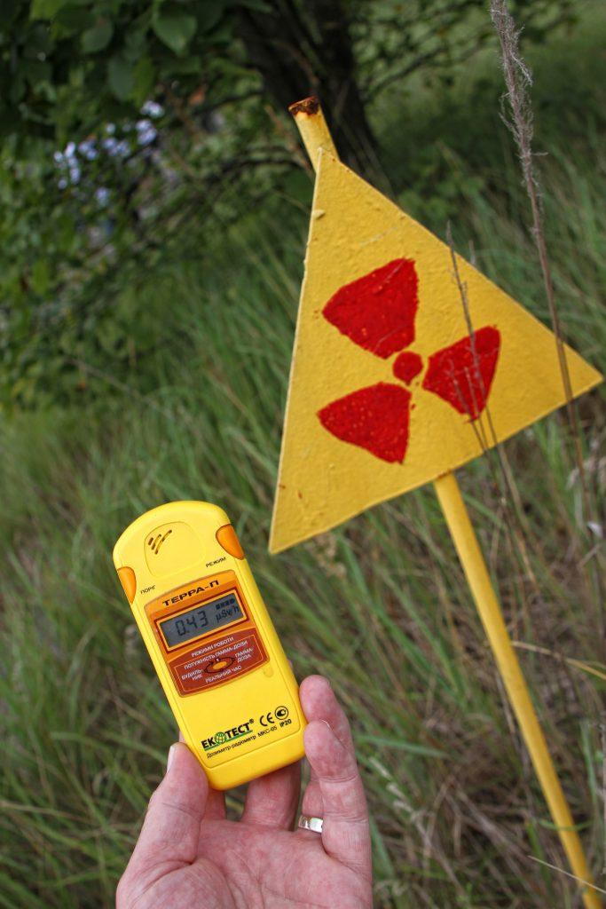 Grandezze e unità di misura del radon - Simbolo della radioattività e misuratore di dose di esposizione.