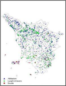 Mappe radon della Toscana - Campagna regionale - Nella figura è indicata la distribuzione geografica dei siti di misura. In blu sono quelli relativi alle abitazioni, in verde quelli dei luoghi di lavoro e in rosso quelli delle scuole.